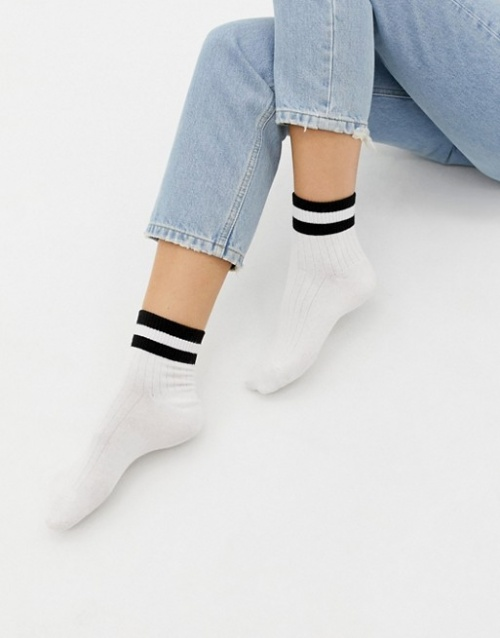 Monki - Socquettes de sport à rayures