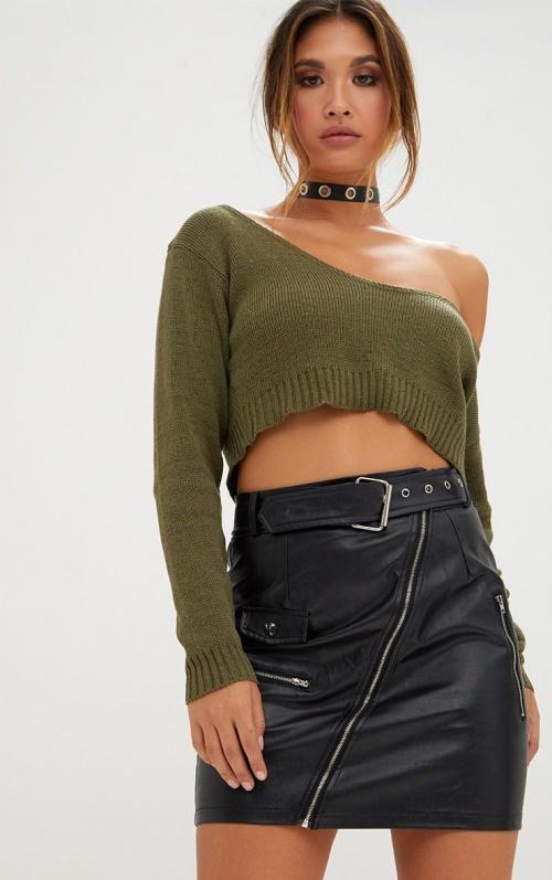 PrettyLittleThing - Pull tricot kaki court épaule dénudée