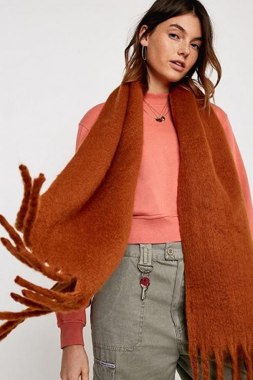 UO - Mini écharpe style couverture douillette