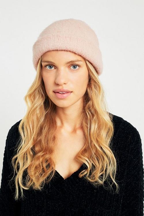 UO - Bonnet pelucheux rose