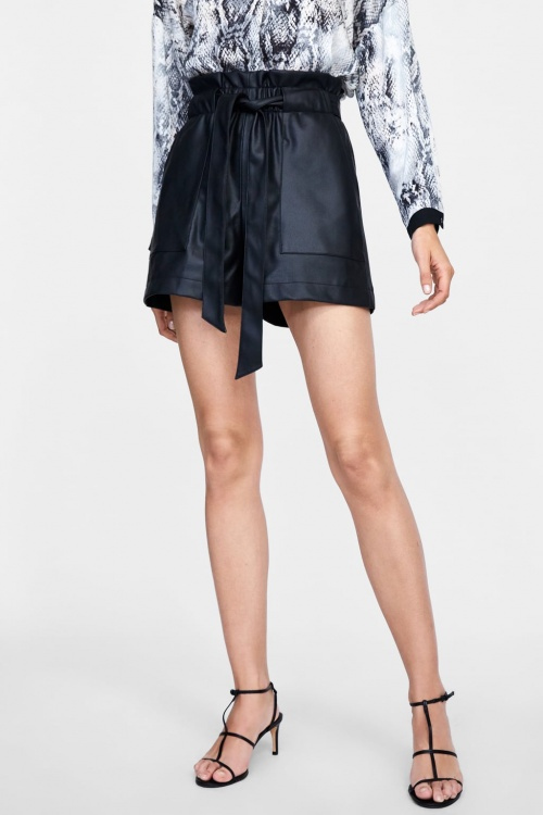 Zara - Short en cuir synthétique avec taille plissée