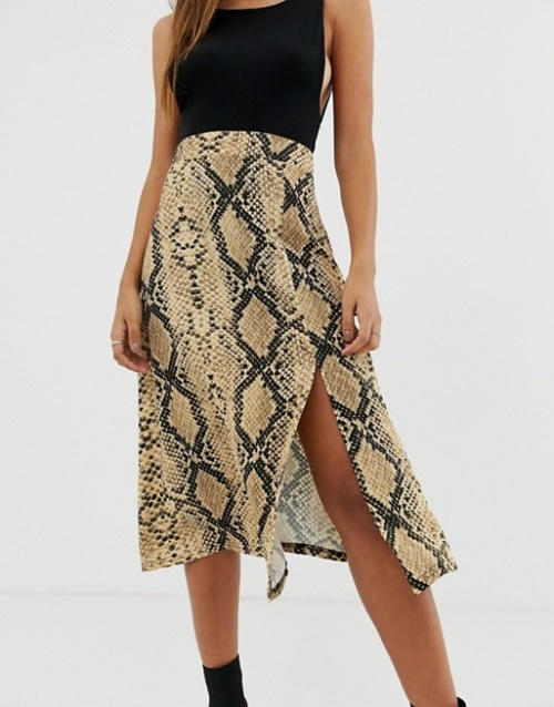 PrettyLittleThing - Jupe mi-longue légère motif serpent avec fente