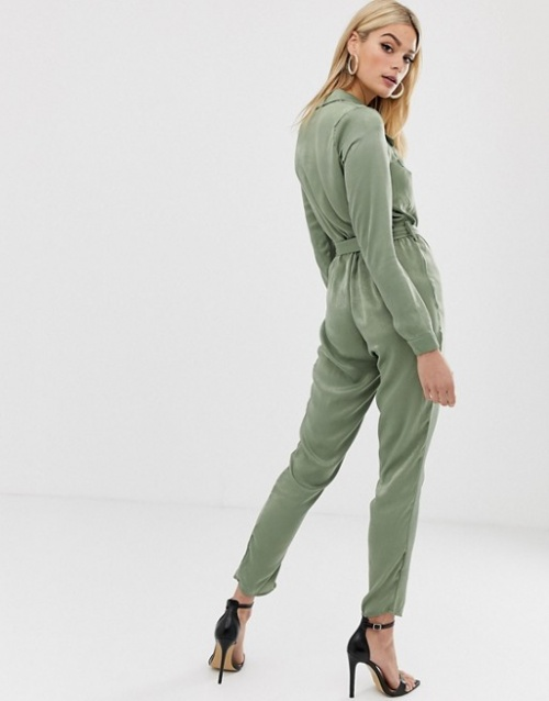 Missguided Tall - Combinaison fonctionnelle à ceinture en satin