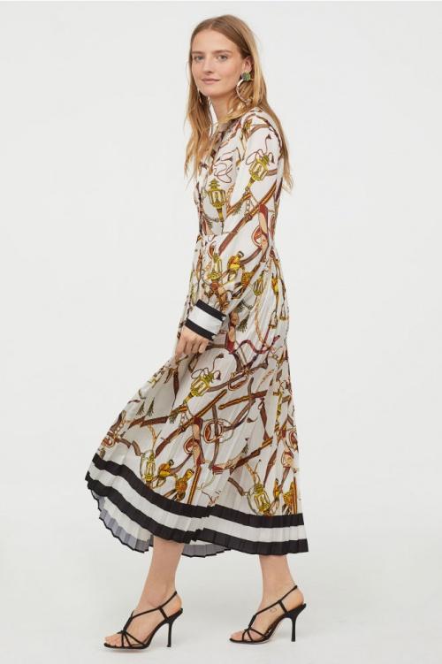 H&M- Robe plissée en satin