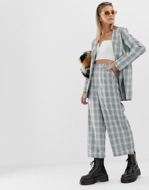 Reclaimed Vintage - inspired - Pantalon court à carreaux et à revers