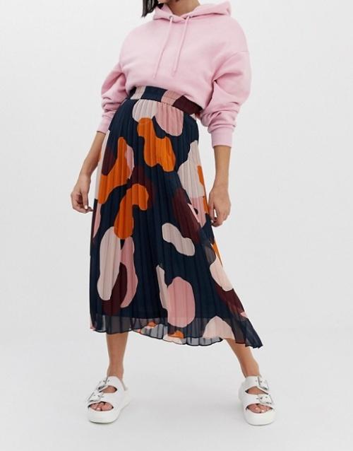 Monki - Jupe mi-longue plissée à imprimé camouflage