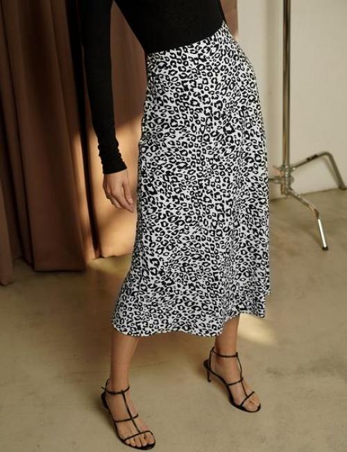 Pixie Market - Jupe mi-longue à imprimé léopard