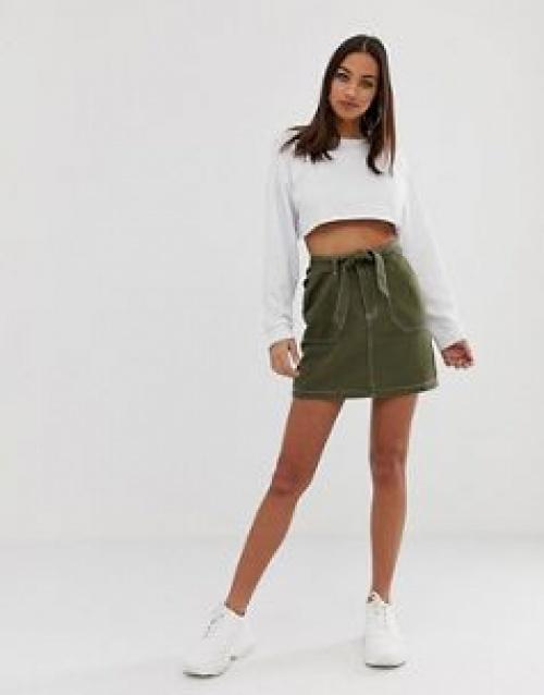 PrettyLittleThing - Mini-jupe ceinturée à surpiqûres contrastantes