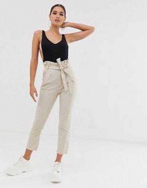 Exclusivité PrettyLittleThing - Pantalon cigarette à taille haute froncée