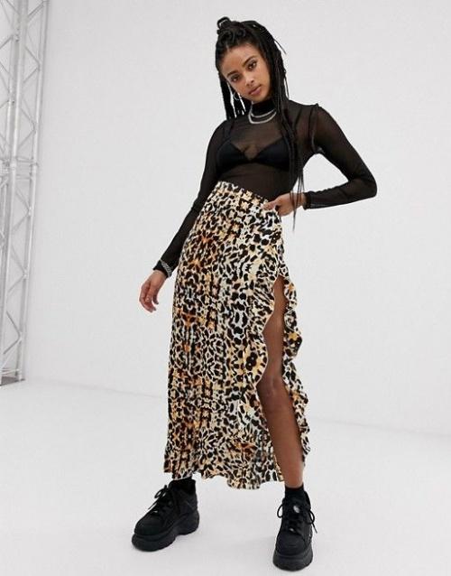 Jupe longue en satin léopard fendue sur la cuisse