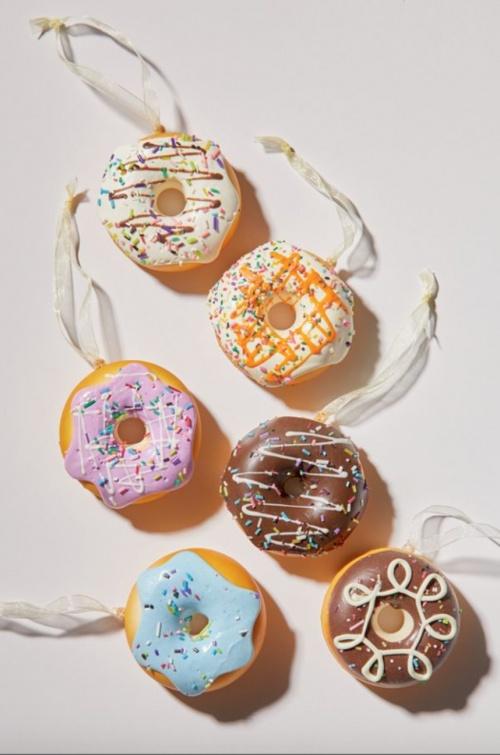 Urban Outfitters - Boule de Noël donuts