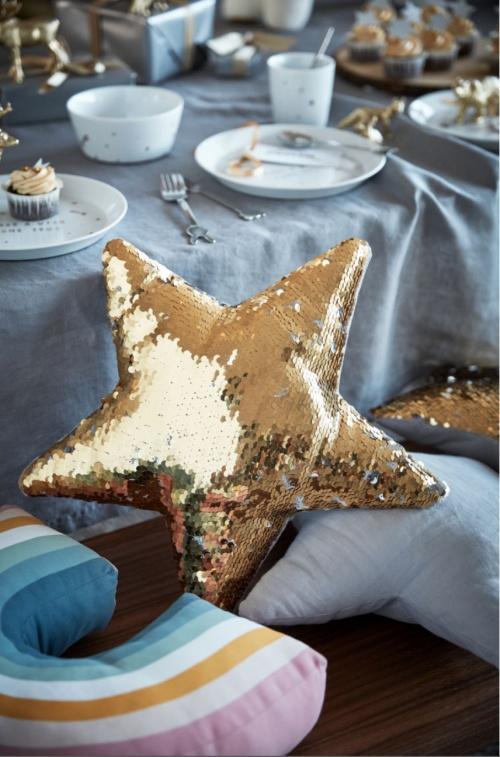 H&M Home - Coussin étoile à sequins