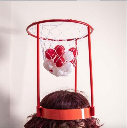 La chaise longue - Jeu de basket sur la tête