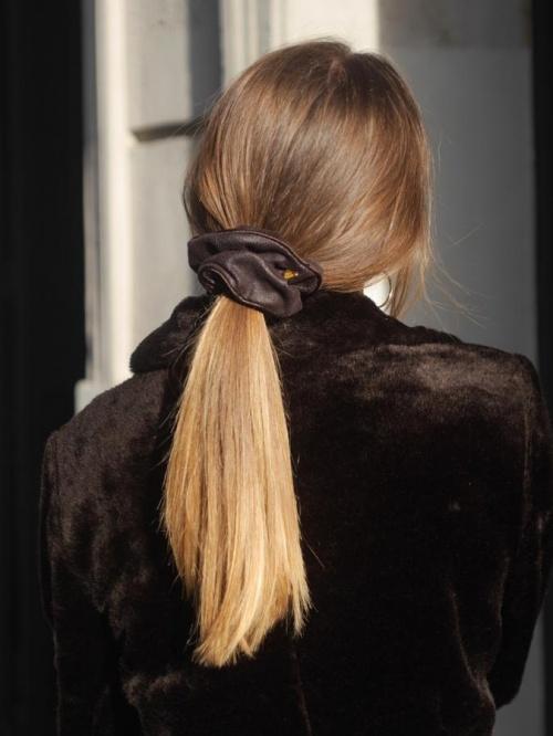 Scrunchie Is Back - Chouchou simili cuir marron