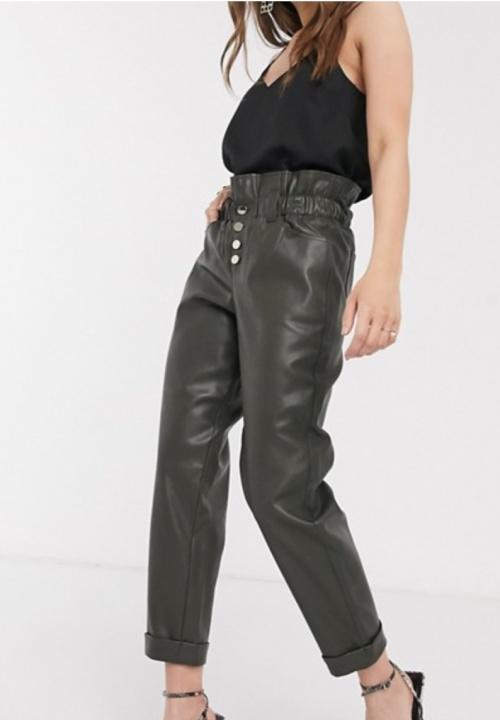 River Island - Pantalon simili cuir taille haute froncée