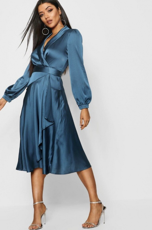 Boohoo - Robe satin patineuse