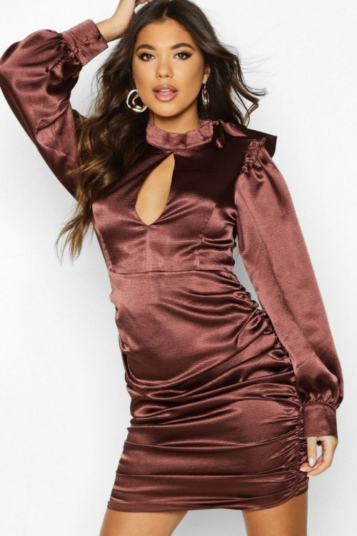 Boohoo - Robe satin moulante