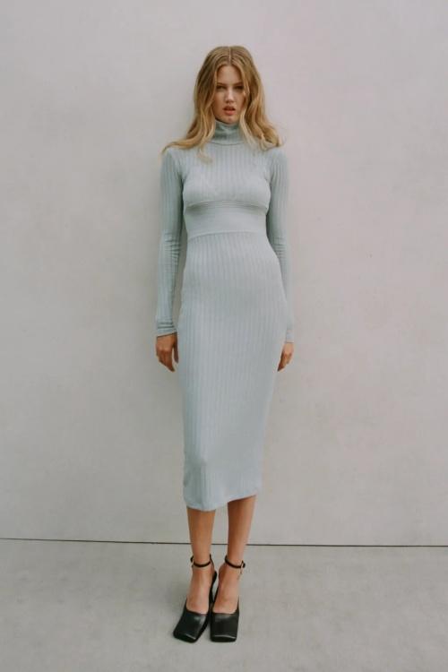 Zara - Robe côtelée avec couture