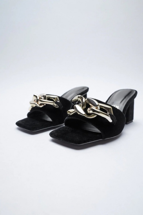 Zara - Sandales avec chaîne