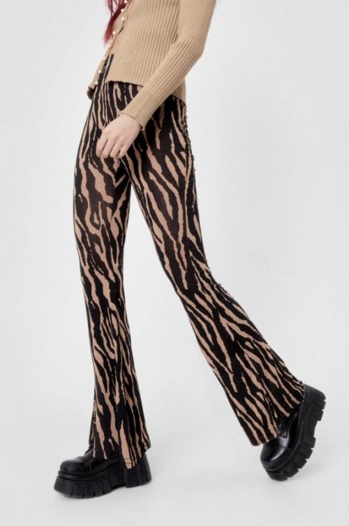 Nastygal - Pantalon flare taille haute à imprimé zèbre