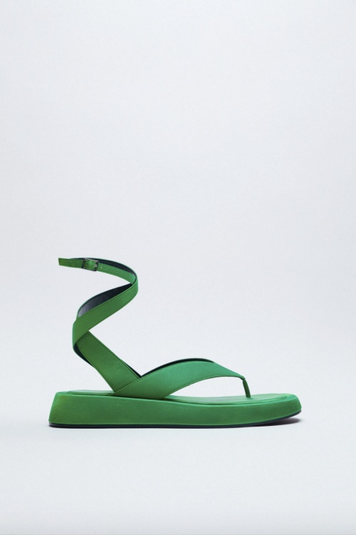 Zara - Sandales plates en tissu satiné