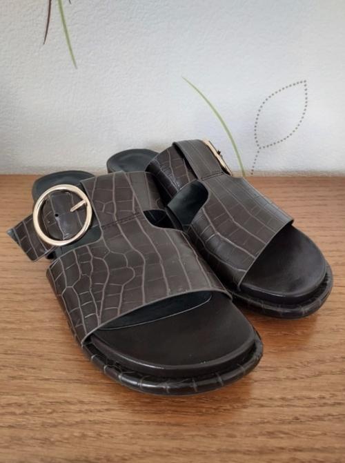 H&M - Mules effet cuir imprimé croco - 3