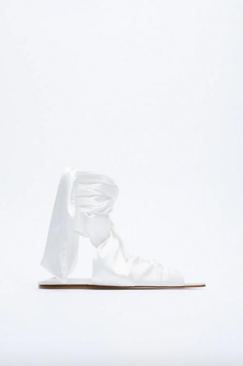 Zara - Babouches en tissus