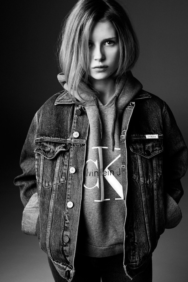 lottie-moss-jacket