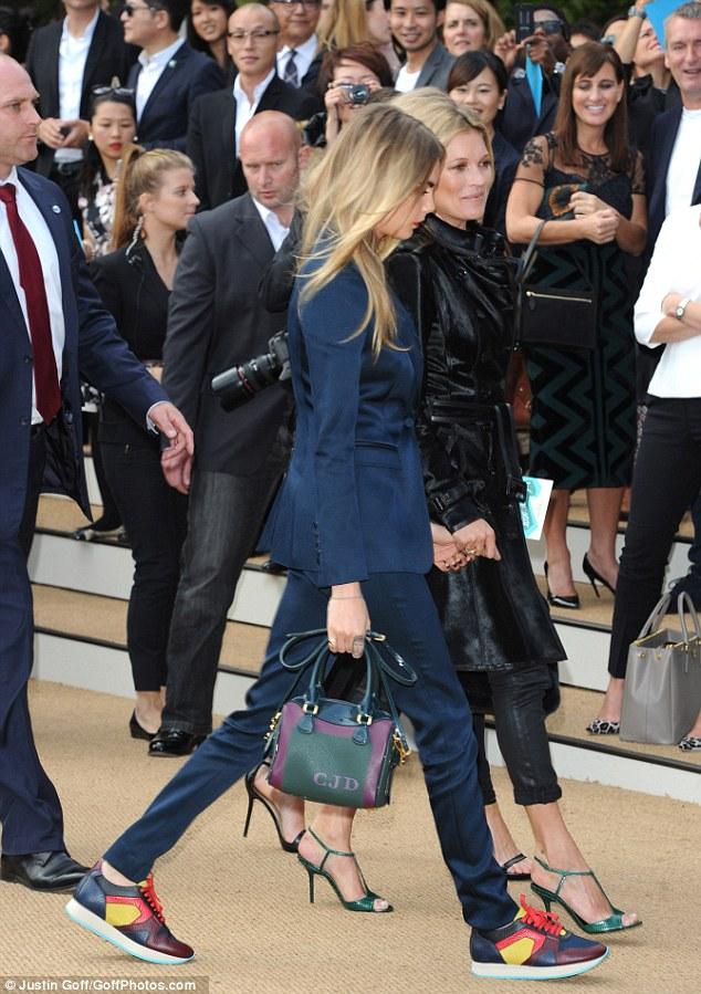 Kate Moss & Cara Delevingne au défilé Prorsum S/S 15