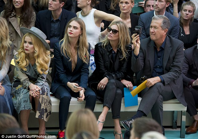 Kate Moss & Cara Delevingne au défilé Burberry Prorsum S/S 15