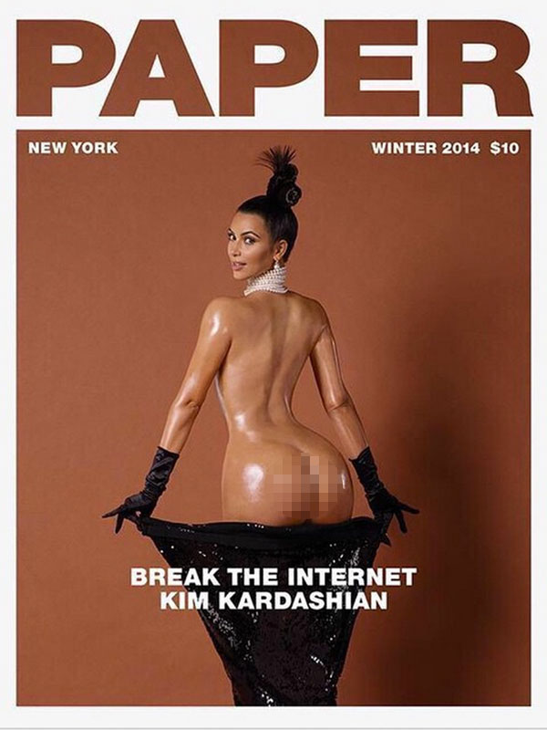 Kim Kardashian montre ses fesses