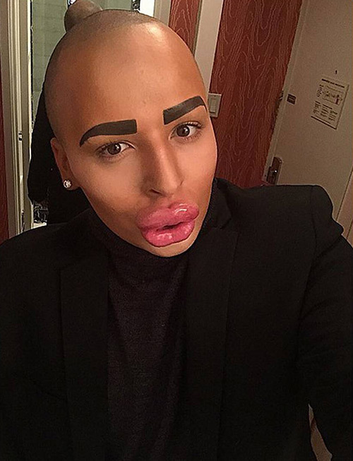 this man paid to look like kim kardashian
