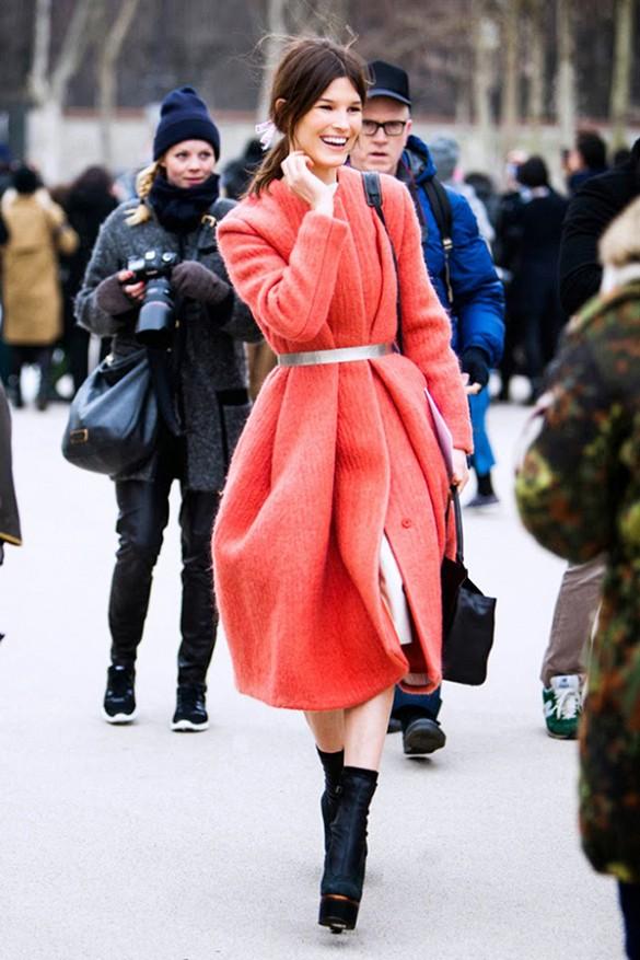 La nouvelle façon ultra stylée de porter son manteau en hiver