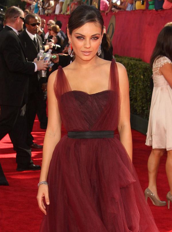 mila kunis burgundy dress