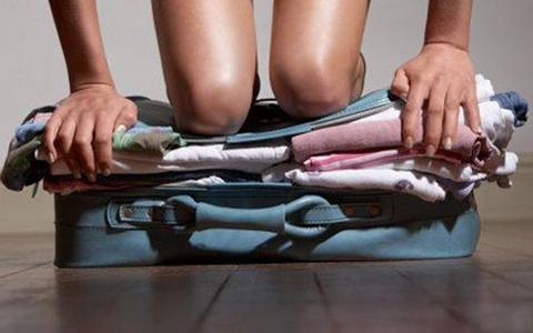 5 astuces pour que tous vos vêtements rentrent ENFIN dans votre valise