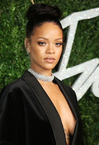 Rihanna choker