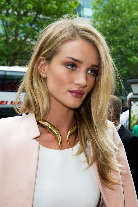 Rosie Huntington-Whiteley choker