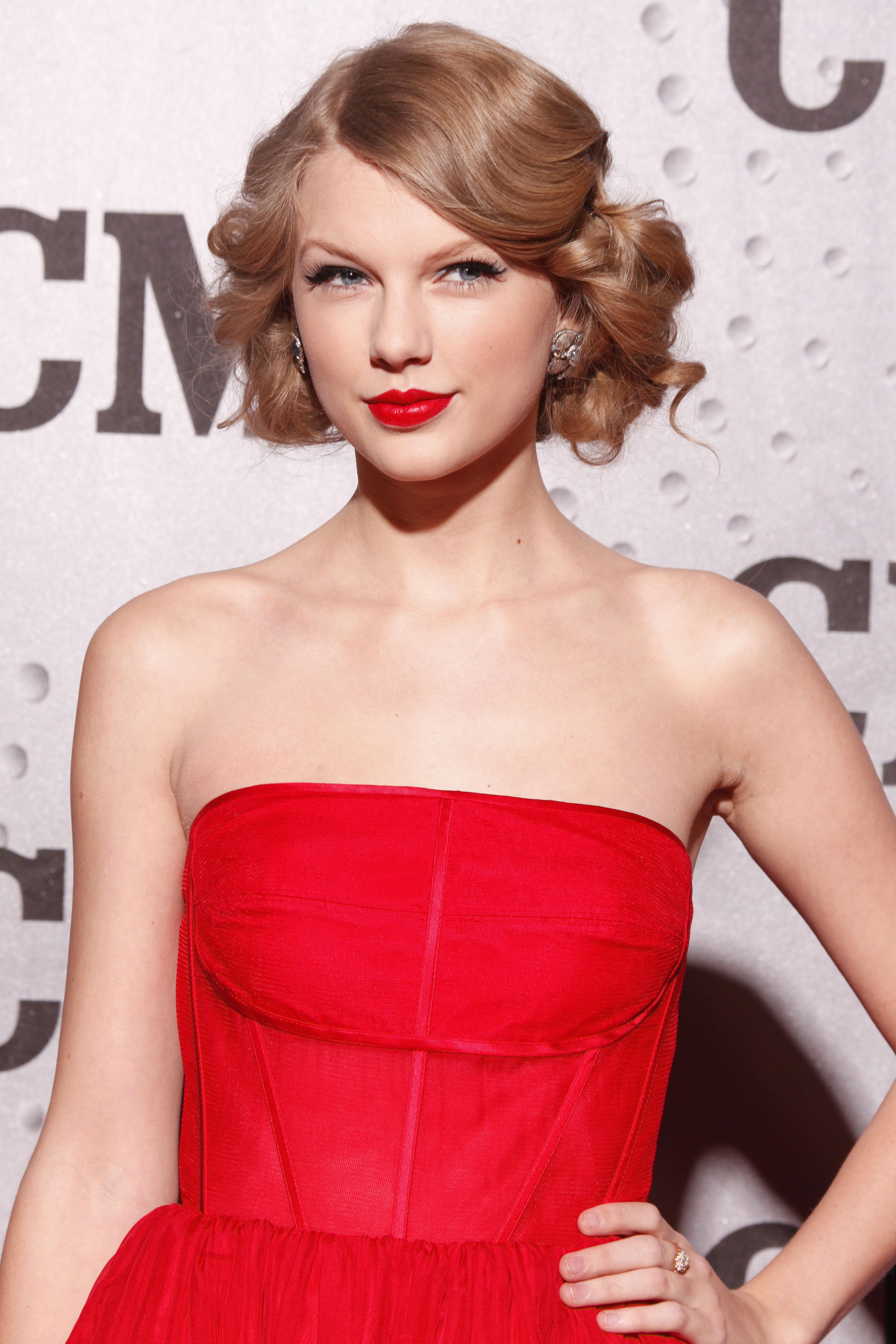 Le rouge à lèvres rouge pour un effet sexy en soirée