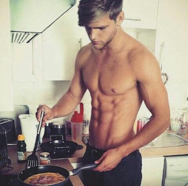 #Hotdudes : 15 mecs super sexy qui font la cuisine