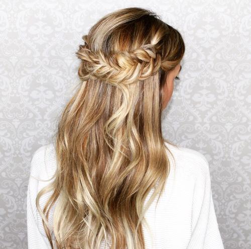 3 idées de coiffures pour aller à un mariage
