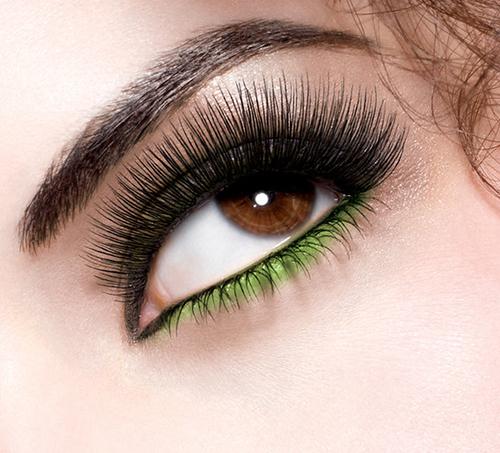 L'eye-liner coloré, oui. Mais comment ?