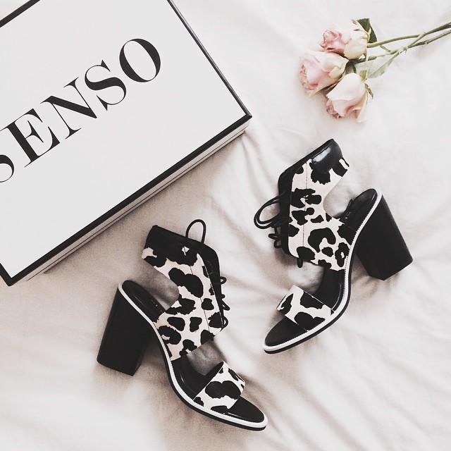 Fashionista Chaussures à motifs noirs et blancs