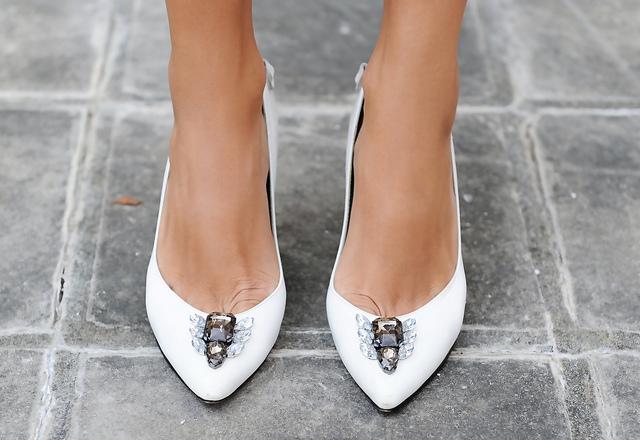 escarpins customisés pierres diamants  Comment donner l'illusion que vos accessoires valent plus cher ?