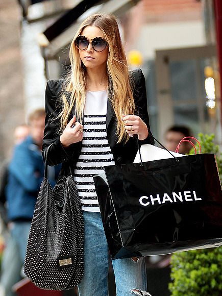 Street Style fashion girl chanel shopping bag
