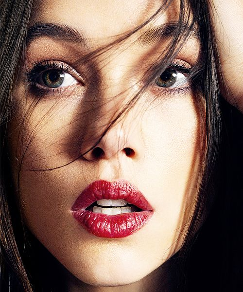 visage femme rouge à lèvres