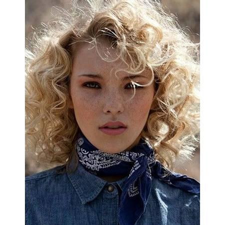 astuces cheveux bouclés blond frisottis