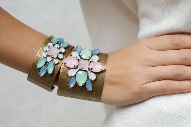diy bracelet manchette perles Comment donner l'illusion que vos accessoires valent plus cher ?