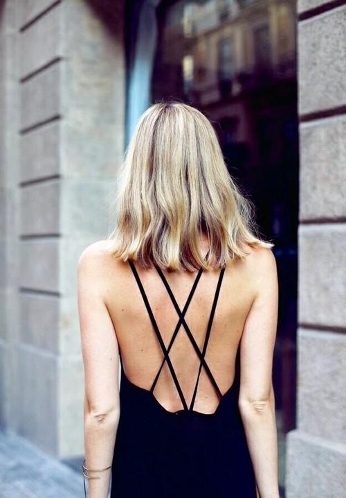 Robe dos nus noire croisée dans le dos