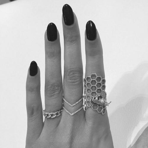 Les faux ongles, pour couvrir les ongles rongés