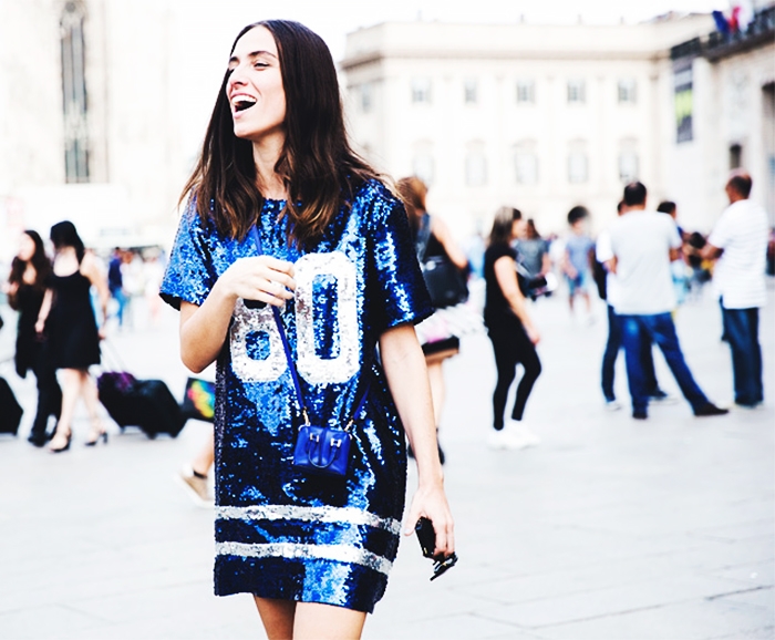 robe a sequin bleu street style